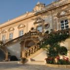La scalinata di ingresso alla Villa
